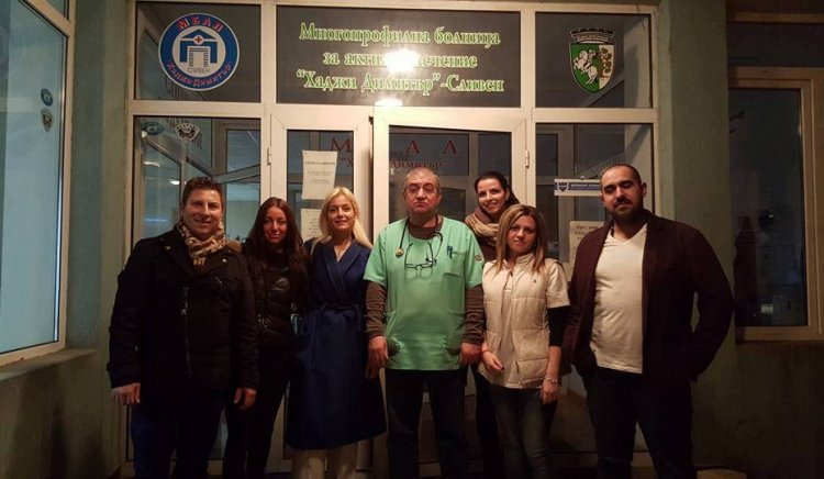 Младите социалисти от Сливен поздравиха за Баба Марта дежурните екипи на Бърза помощ